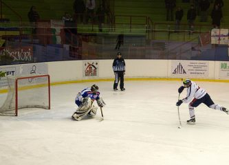 An ice hockey player takes a penalty shot