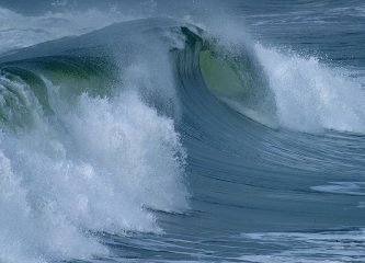 800px-Ocean_surface_wave